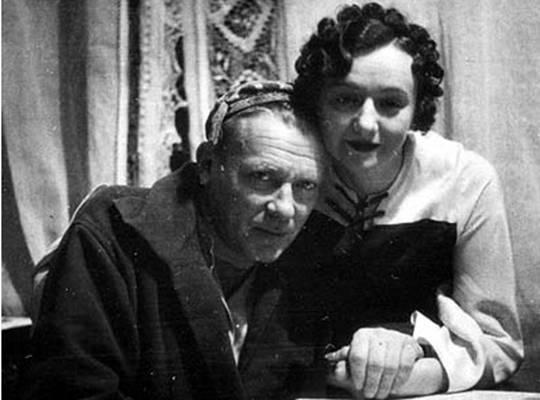 Писатель Михаил Афанасьевич Булгаков и его жена Елена Сергеевна