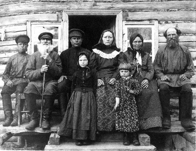Крестьянская семья. Рязанская губ., Касимовский у., с. Увяз. 1910
